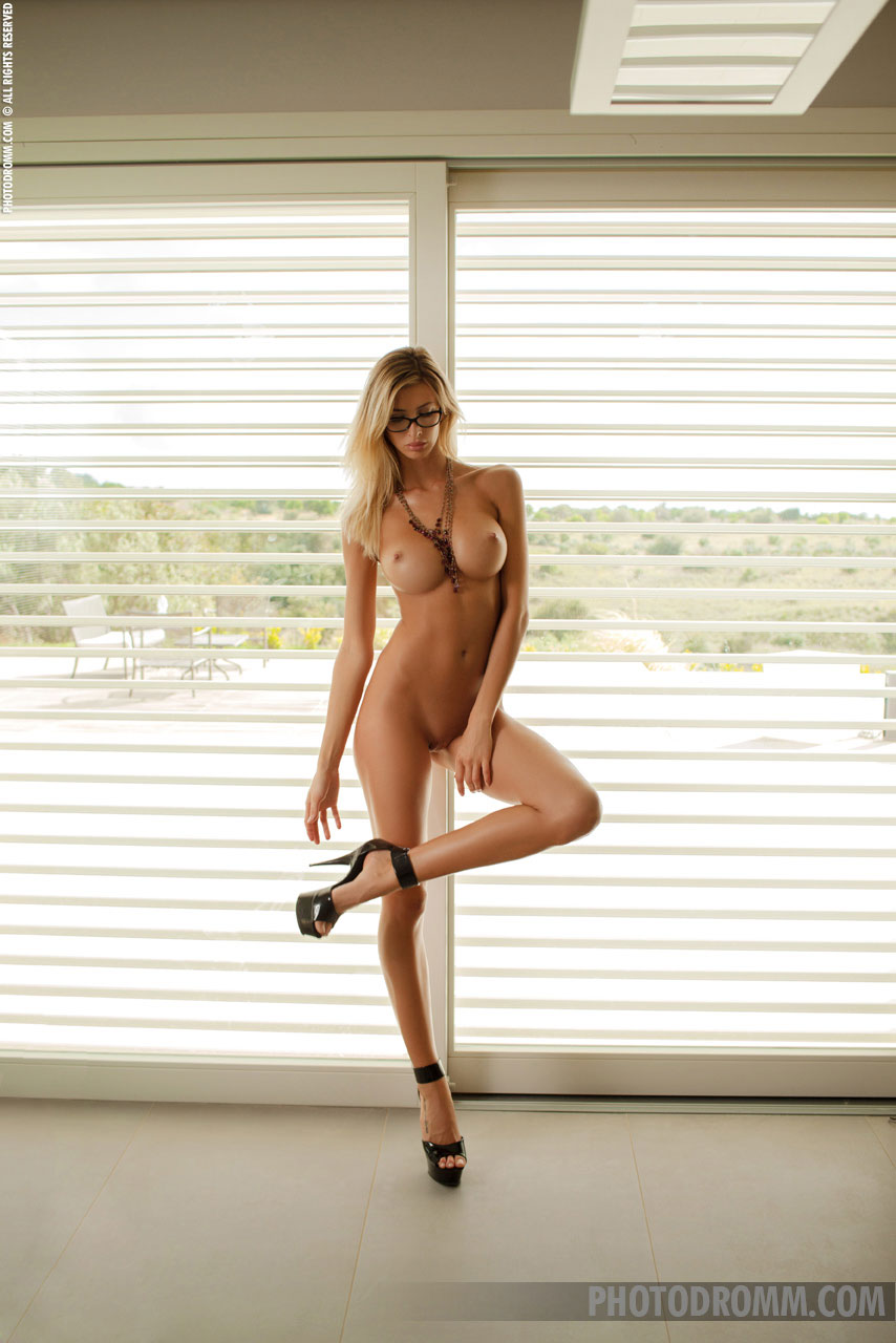 sexy nude blondes with glasses