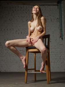 MILLA unabashedly exults in being fully nude and free.