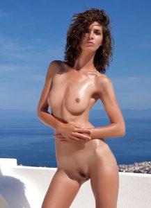 brunette-gros-seins